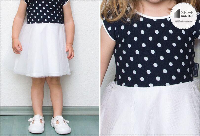 Mädchenkleid mit Punkten