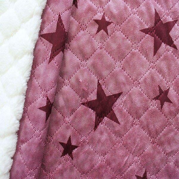 Bordeauxfarbener gesteppter Stoff mit Sternen
