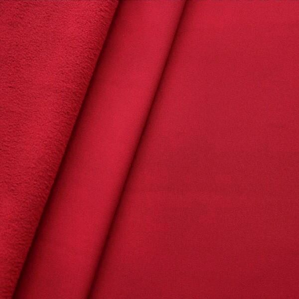 Roter Softshell-Fleecestoff