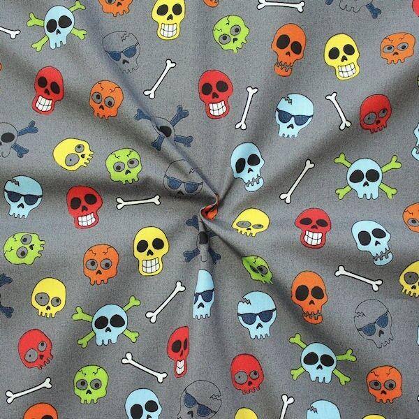 """100% Baumwolle Popeline """"Skulls & Bones"""" Farbe Grau"""