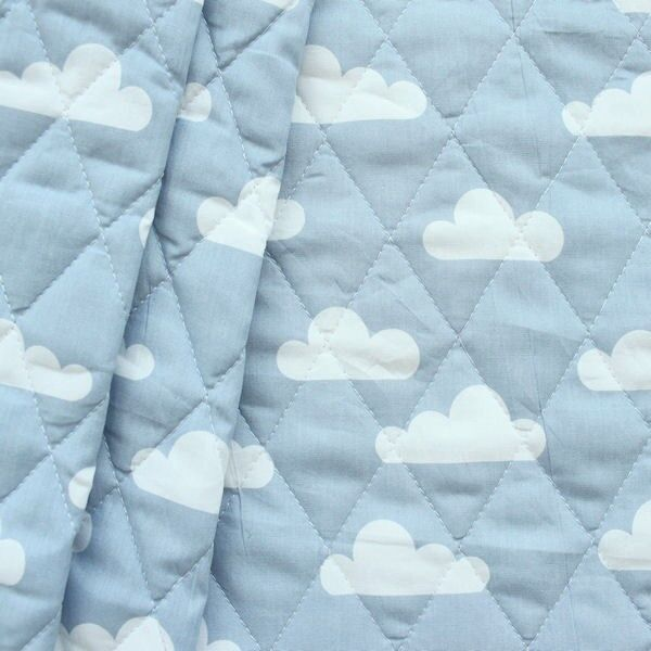 """Steppstoff wattiert """"Wolken"""" Farbe Hell-Blau"""