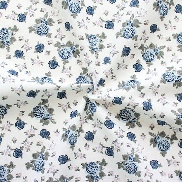 100% Baumwollstoff Little Roses Weiss
