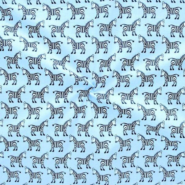 Hellblauer Baumwollstoff mit kleinen Zebras