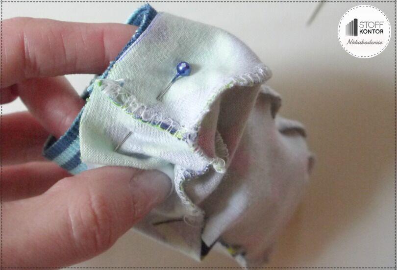 Bündchen für Tippy Toes Schuhe festnähen